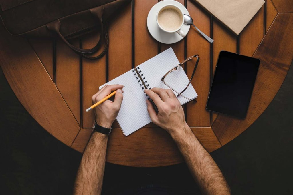 studente-che-scrive-corsi-scrittura
